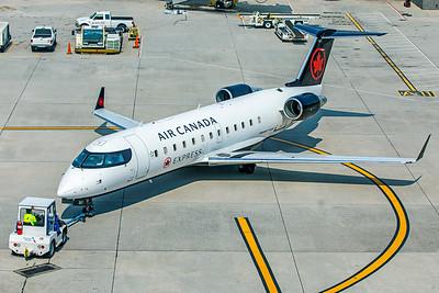 Jazz Bombardier CL-600-2B19 CRJ-200ER C-GJZZ 8-16-18 3
