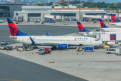 Delta Air Lines Boeing 737-832 N393DA 8-16-18