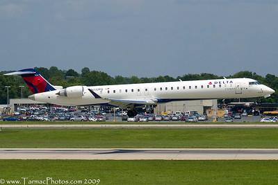 PinnacleAirlinesBombardierCL6002D24N232PQ_40