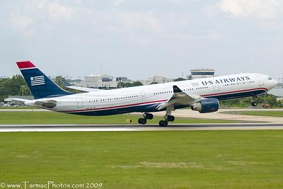 USAirwaysAirbusA330323N271AY_3