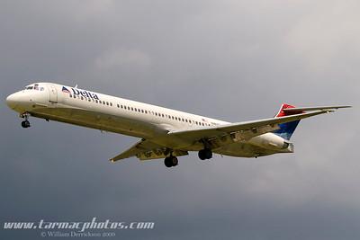 DeltaAirlinesMcDonnellDouglasMD88N963DL_3