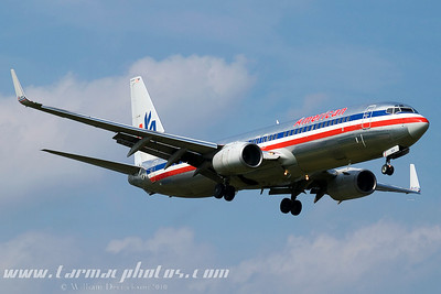 AmericanAirlinesBoeing737823N953AN_17