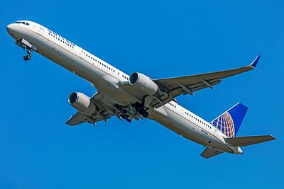 United Airlines Boeing 757-33N N57863 7-10-18