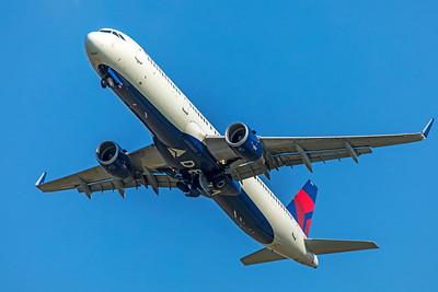 Delta Air Lines Airbus A321-211 N322DN 7-10-18