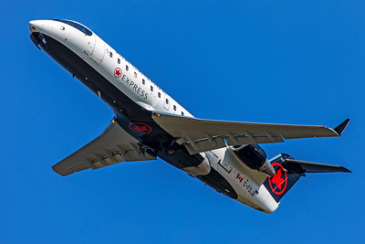 Jazz Air Bombardier CL-600-2B19 CRJ-200ER C-FDJA 7-10-18
