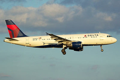 Delta Air Lines Airbus A320-211 N320US 10-5-16