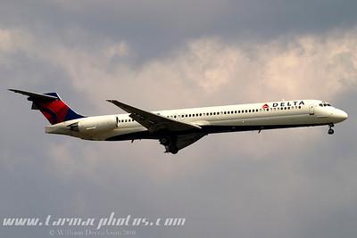 DeltaAirlinesMcDonnellDouglasMD88N919DE_12