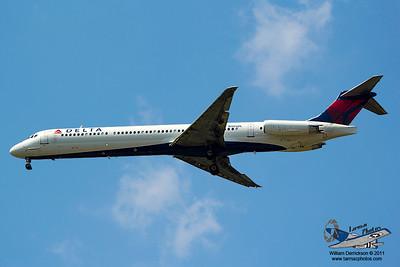DeltaAirlinesMcDonnellDouglasMD88N905DL_28