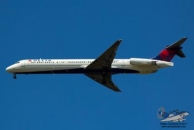 DeltaAirlinesMcDonnellDouglasMD88N955DL_34