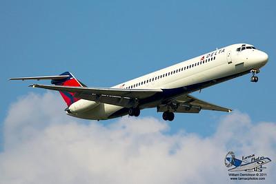DeltaAirlinesMcDonnellDouglasMD88N986DL_18