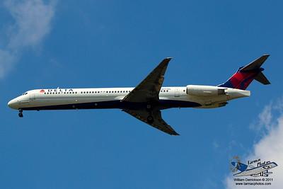 DeltaAirlinesMcDonnellDouglasMD88N977DL_31