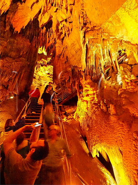 KY PARK CITY MAMMOTH CAVE NP DOMES AND DRIPSTONES TOUR APRAF_4120450MMW