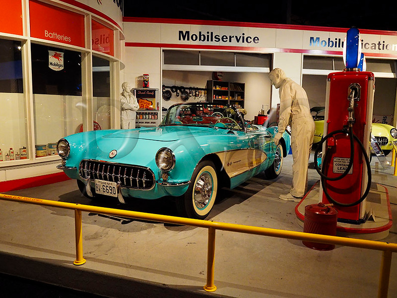 KY BOWLING GREEN NATIONAL CORVETTE MUSEUM APRAF_4140523MMW