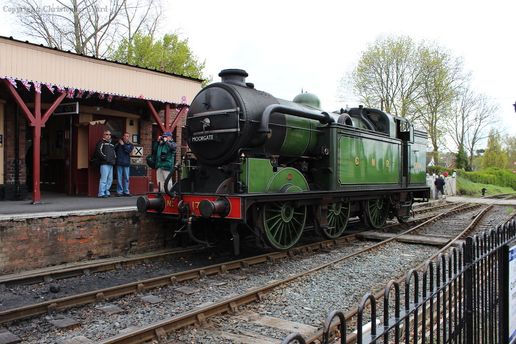 1744 runs round the vintage set prior to another departure for Bodiam
