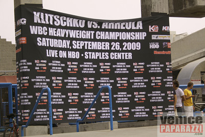 09 23 09  Vitale Klitschko and Chris Arreola face off at Muscle Beach Gym in Venice, Ca (7)