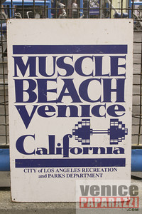 09 23 09  Vitale Klitschko and Chris Arreola face off at Muscle Beach Gym in Venice, Ca (2)