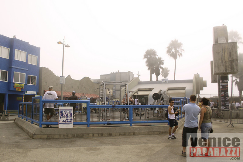 09 23 09  Vitale Klitschko and Chris Arreola face off at Muscle Beach Gym in Venice, Ca (5)