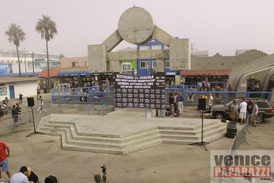 09 23 09  Vitale Klitschko and Chris Arreola face off at Muscle Beach Gym in Venice, Ca (8)