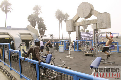 09 23 09  Vitale Klitschko and Chris Arreola face off at Muscle Beach Gym in Venice, Ca (3)
