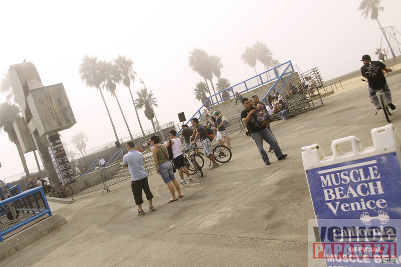 09 23 09  Vitale Klitschko and Chris Arreola face off at Muscle Beach Gym in Venice, Ca (4)