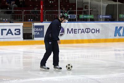 Футбольная разминка хоккейного судьи