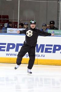 Вячеслав Буланов играет в футбол
