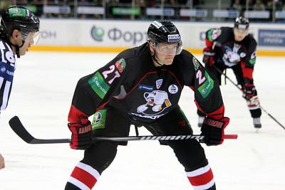 Официальный сайт хоккейного клуба Трактор Челябинск сообщил, что финский нападающий Петри Контиола проведет следующий сезон в клубе национальной хоккейной лиги.