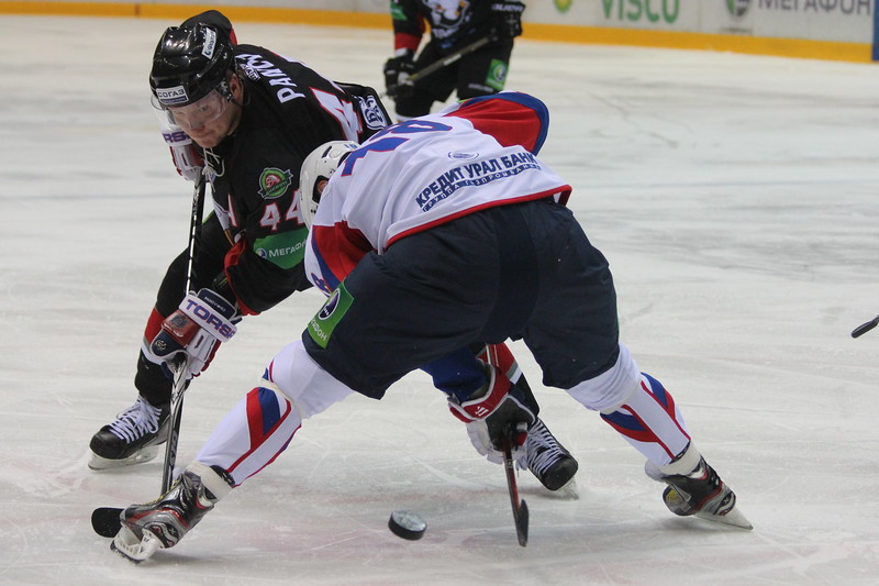 Сергей Федоров выигрывает вбрасывание