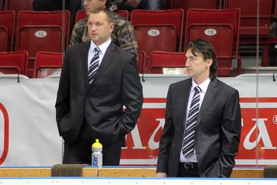 Официальный сайт хоккейного клуба Трактор сообщил о том, что клуб не продлил контракты с помощниками главного тренера.