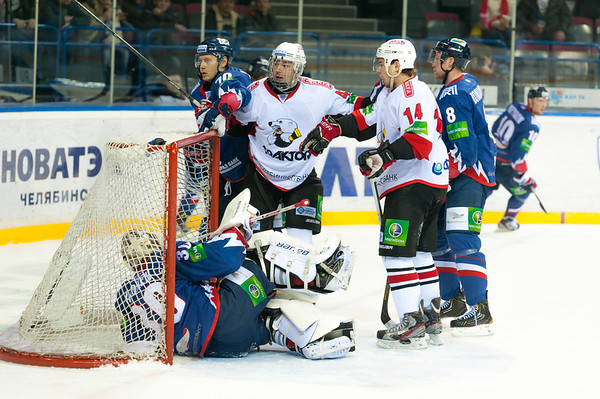 Валерий Ничушкин забивает второй гол в ворота