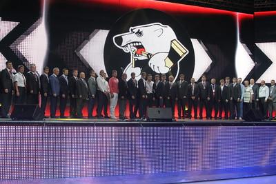 Хоккеистам Трактора вручили серебряные медали