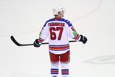 В финале западной конференции Континентальной хоккейной лиги пражский Лев в третий раз подряд обыграл ярославский Локомотив.