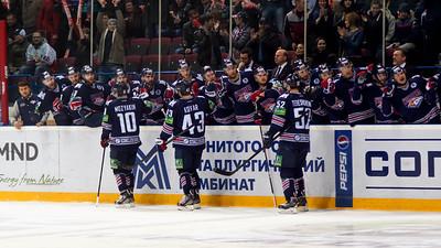 Магнитогорский Металлург выиграл со счетом 3:2 у уфимского Салавата Юлаева в первом матче финала восточной конференции Кубка Гагарина.