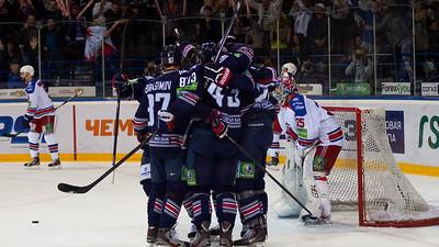 Магнитогорский Металлург выиграл у пражской команды Лев со счетом 4:1 и сравнял счет в финальной серии Кубка Гагарина.
