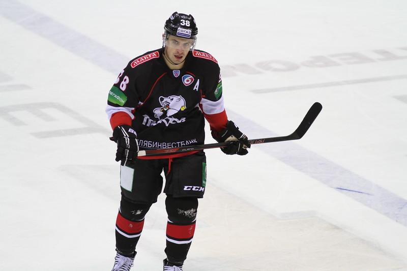 Официальный сайт хоккейного клуба Трактор Челябинск сообщил о продлении контрактов с нападающими Яном Булисом и Алексеем Заварухиным.