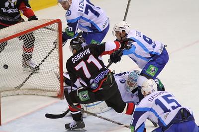 Челябинский Трактор выиграл у минского Динамо со счетом 3:0 на домашнем льду