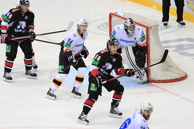 Челябинский Трактор обыграл в гостях череповецкую Северсталь со счетом 3:2 и одержал первую победу в седьмом сезоне Континентальной хоккейной лиги.