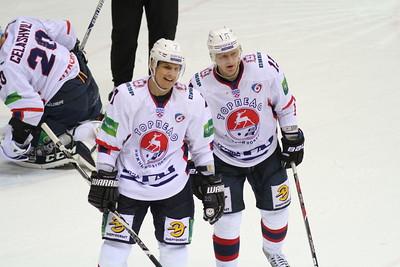 Нижегородское Торпедо выиграло шестой матч серии плей-офф у уфимского Салавата Юлаева со счетом 6:2 и сравняло счет в серии.