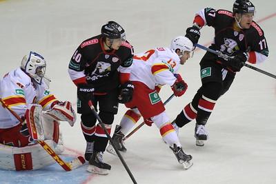 Челябинский Трактор провел первый домашний матч в новом сезоне Континентальной хоккейной лиги.