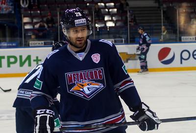 Магнитогорский Металлург на своем льду обыграл челябинский Трактор в матче Континентальной хоккейной лиги.