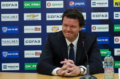 Главный тренер челябинского Трактора Карри Киви и главный тренер Слована из Братиславы Петри Матикайнен прокомментировали матч, в котором Трактор выиграл со счётом 3:2.