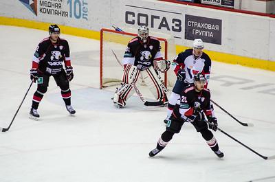 Челябинский Трактор выиграл у Слована из Братиславы со счётом 3:2 на домашнем льду.