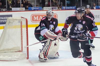 Екатеринбургский Автомобилист выиграл на своём льду у челябинского Трактора со счётом 1:0.