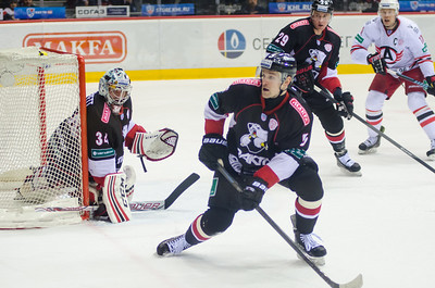 Челябинский Трактор выиграл по буллитам со счётом 3:2 у Автомобилиста из Екатеринбурга в последнем матче регулярного чемпионата.