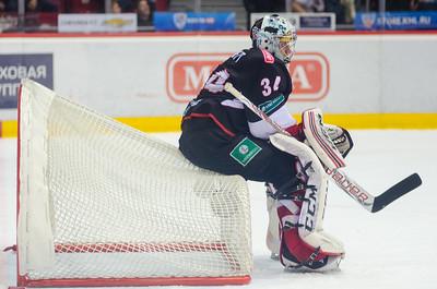 Челябинский Трактор проиграл нижнекамскому Нефтехимику со счётом 2:3 на своём льду.