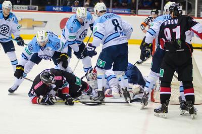 Челябинский Трактор проиграл новосибирской Сибири со счётом 3:7 у себя дома.