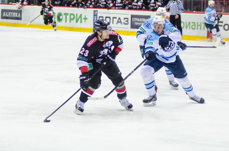 Челябинский Трактор выиграл в овертайме со счётом 2:1 у новосибирской Сибири и сравнял счёт в серии плей-офф.