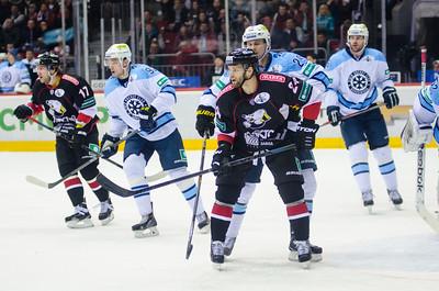 Челябинский Трактор на своём льду уступил новосибирской Сибири со счётом 1:2 и закончил своё выступление в нынешнем сезоне.