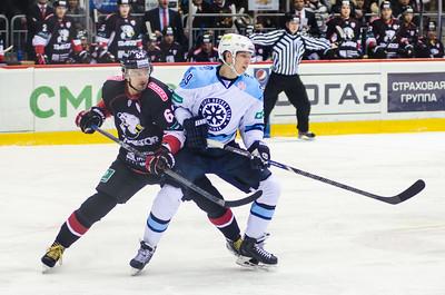 Новосибирская Сибирь выиграла у челябинского Трактора со счётом 5:2 и сравняла счёт в серии плей-офф Кубка Гагарина.