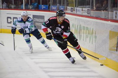 Челябинский Трактор выиграл у Югры из Ханты-Мансийска со счётом 4:2 на своем льду.